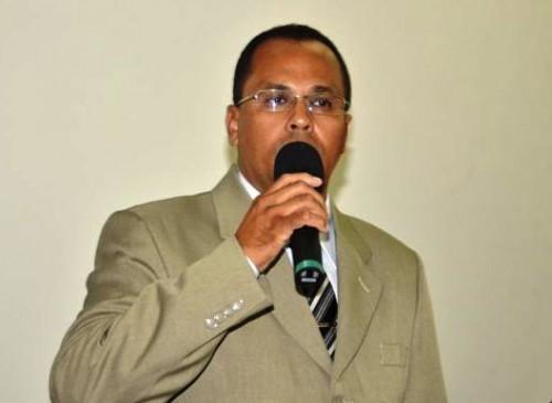 Mesmo no exercício do mandato, o nome do vereador Amaral Jr. aparece na folha de pagamento recebida pelo TCM, exercendo o seu antigo cargo de Ouvidor Municipal