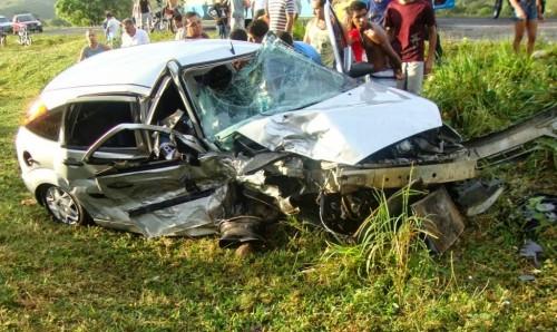 Veículo de Junior Fagundes ficou totalmente destruído no acidente. Foto Itapetinga Agora