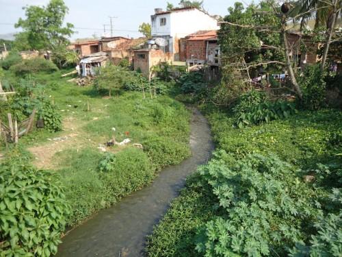 Poluição do rio Colônia motivou a denúncia no MP pelo advogado ambientalista Dr. Lopes, contra a prefeitura de de Caatiba. Foto G1 Cidade