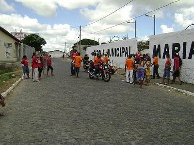 Escola Maria Amélia vem sendo penalizada pela falta de gestão da Secretaria de Educação do Município.