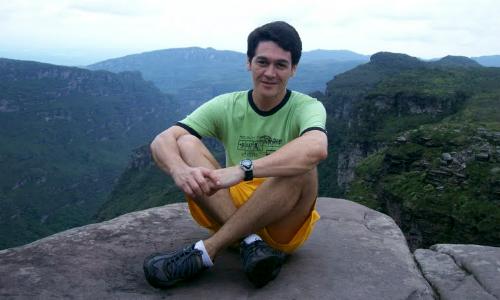 O professor Reginaldo Costa foi encontrado morto em seu apartamento, no centro de Conquista.