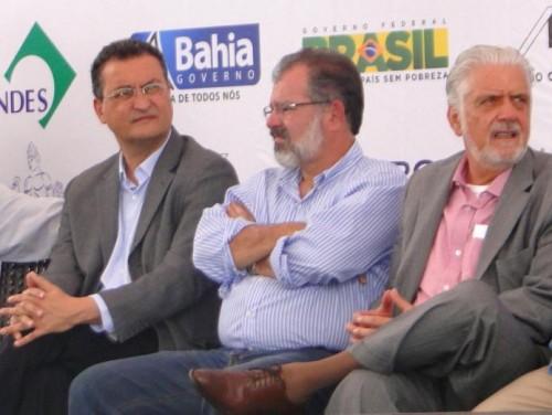 Aliado de Wagner e Rui, o deputado Marcelo Nilo vem sendo acusado de usar assessores da presidência da Assembléia Legislativa  para 'fabricar' pesquisas favoráveis aos candidatos do governo, Rui e Otto.