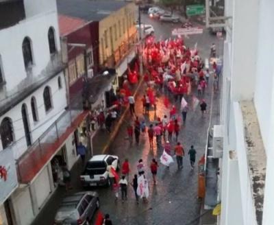 Com a chuva e sem a presença do governador eleito Rui Costa, evento do PT em Itapetinga se transforma em um enorme vexame.