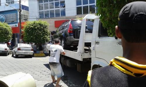Carro foi guinchado na segunda-feira, por estacionar na vaga do carro forte, que nunca é utilizada, por ser apertada.