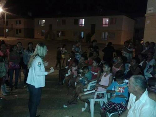Além de pressionar os moradores do José Ivo, Verônica mandou colocar adesivos de Dilma até nas crianças do conjunto habitacional.