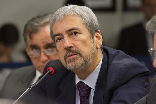 O deputado baiano Antônio Imbassahy madrugou na Câmara e foi o primeiro a protocolar importantes requerimento à nova CPI da Petrobras.