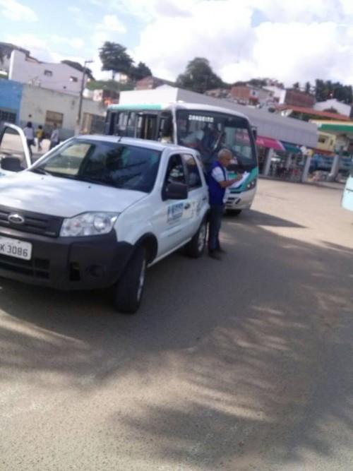 ônibus que só têm permissão para rodar até Bandeira do Colônia, foram autuados e multados na saída de Itororó, pelo INMETRO.