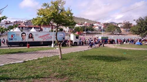 Uma verdadeira multidão se concentrou no Parque da Lagoa, em busca de um mero documento de identidade, durante os dois dias em que o SAC Móvel esteve na cidade. Centenas de pessoas ficaram sem atendimento.