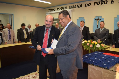 Antonio-Brito-recebe-placa-de-Davi-Soares-1