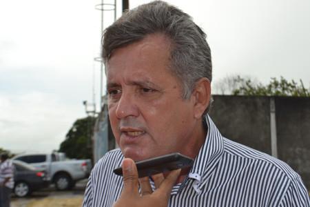 Carlos-Moura